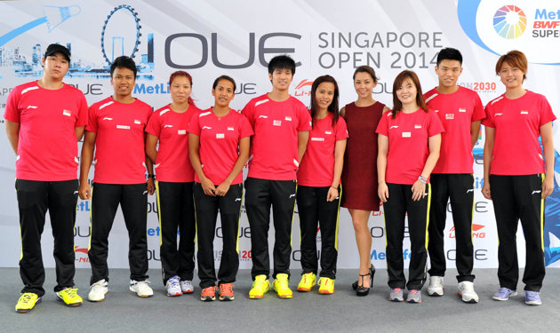 Singapore national shuttlers with host Kelly Latimer (OUE Singapore Open 2014)