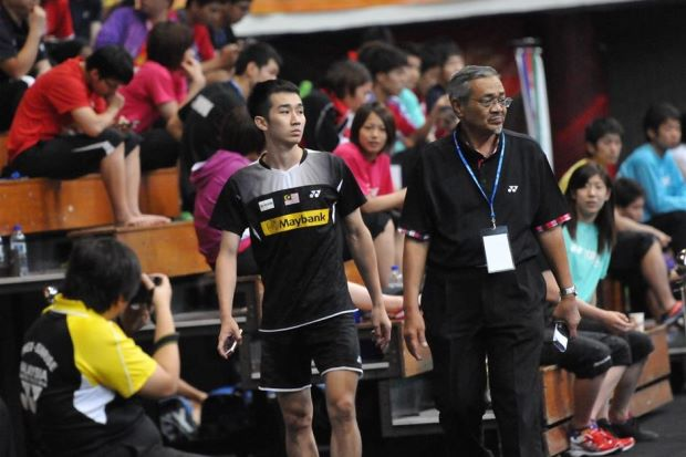 Chong Wei Feng  leaving the Pasir Gudang Municipal Stadium disappointedly
