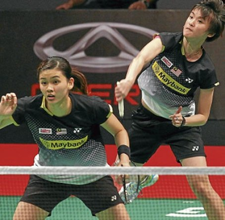 Woon Khe Wei (front) and Vivian Hoo lost 21-16, 16-21, 21-18 to Germany's Birgit Michels-Johanna Goliszewski at Putra Stadium, Bukit Jalil yesterday.