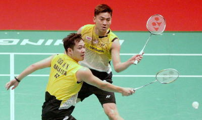 A big disappointment: Malaysia's Koo Kien Keat (left) and Tan Boon Heong in action against Taiwanese pair Lee Sheng-mu and Tsai Chia-hsin during their match at the Putra Stadium on Sunday.