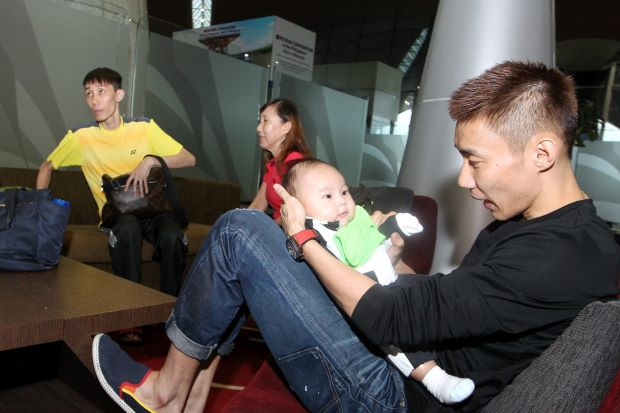 Lee Chong Wei (right) enjoying some time with his son, Kingston, before departing to Hong Kong.