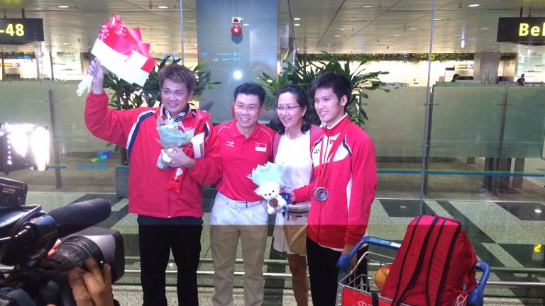 Hero's welcome to Singapore's badminton players