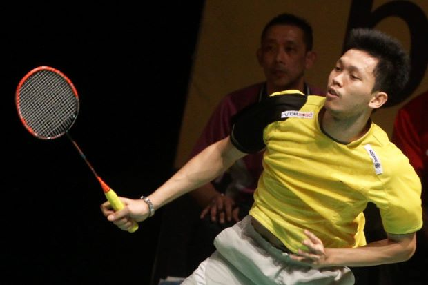 Misbun Ramdan plays in the Maybank Malaysian Open qualifiers as his dad Misbun Sidek looks on from the coach's seat.