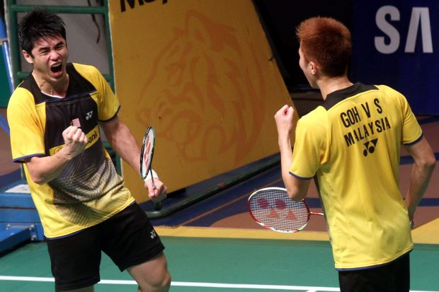 Goh V Shem-Lim Khim Wah celebrate after beating Thailand's Maneepong Jongjit-Nipitphon Puangpuapech 21-19, 25-23 in the second round of the Maybank Malaysian Open.